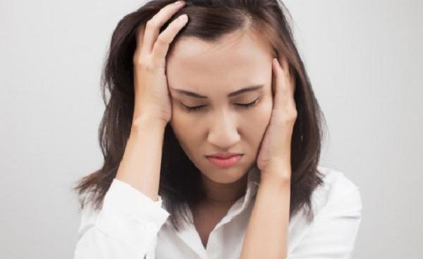 stress làm thay đổi nội tiết gây mụn