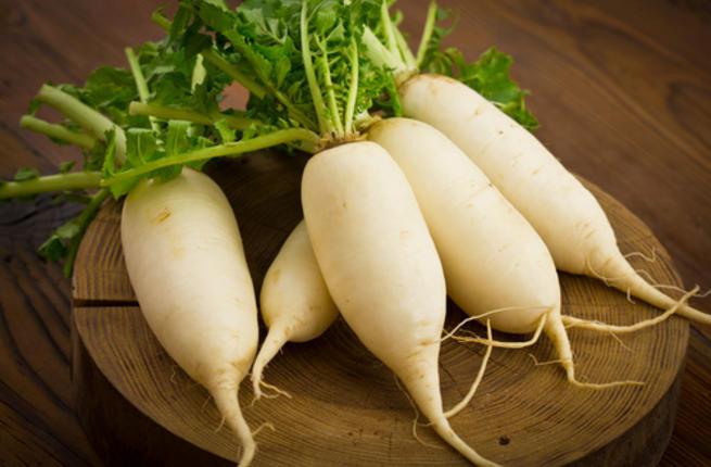 Cách trị mụn cho da khô bằng củ cải trắng