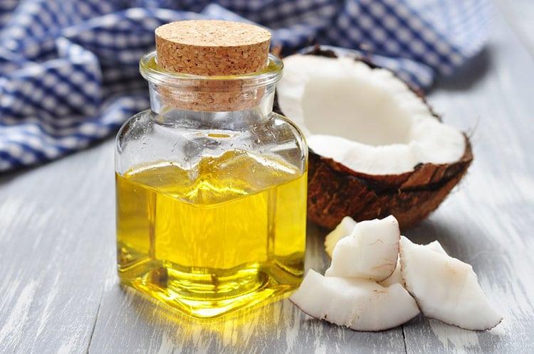 Mẹo trị mụn cho da khô tại nhà bằng dầu dừa