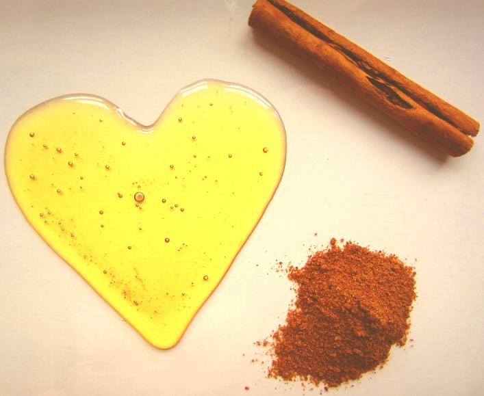 Cách trị mụn đầu đen hiệu quả bằng mật ong và bột quế