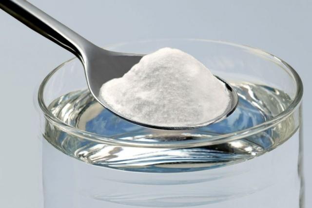 Cách pha và rửa mặt bằng nước muối pha loãng để trị mụn