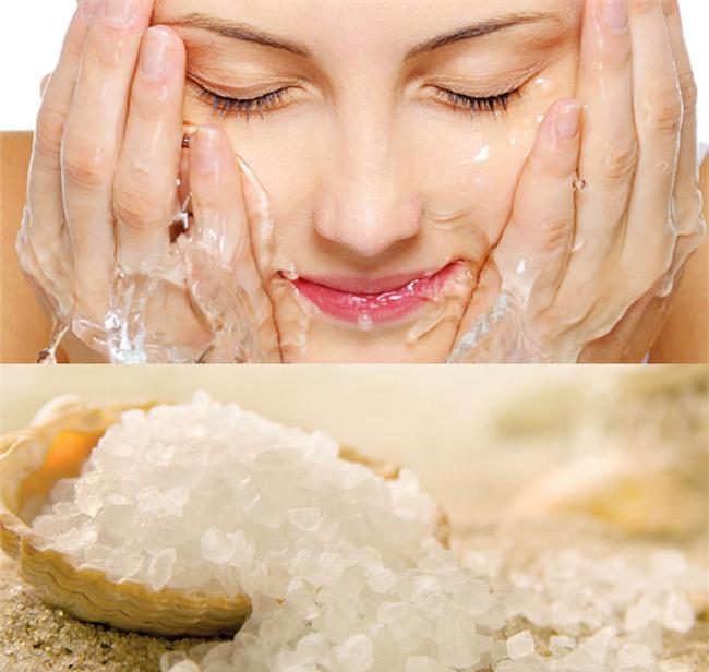 Rửa mặt bằng nước muối pha loãng trị mụn