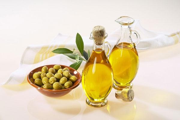 dầu oliu trị mụn