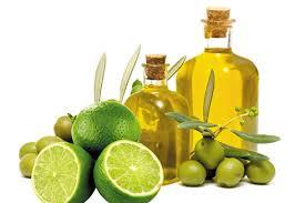 dầu oliu và chanh tươi trị mụn