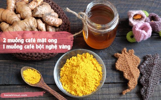 chăm sóc da mặt sau khi nặn mụn bằng mật ong và nghệ