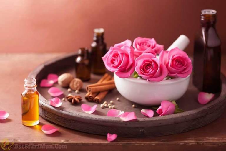 Trị mụn đầu trắng bằng nước hoa hồng, dầu dừa và bột quế
