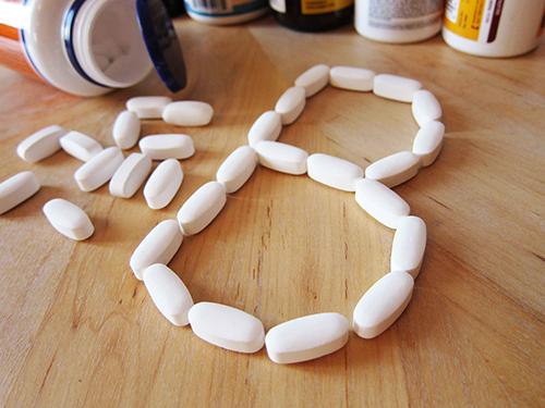 Rộ tin dùng viên vitamin B1 trị mụn