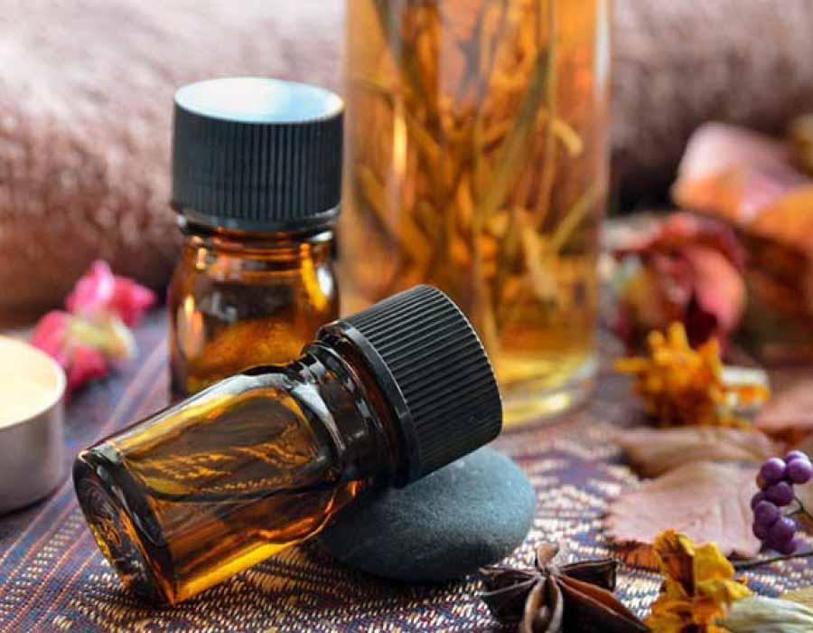 Cách trị sẹo thâm do mụn bằng tinh dầu gỗ đàn hương