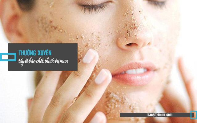 tẩy tế bào chết là bước chăm sóc da dầu mụn không thể thiếu