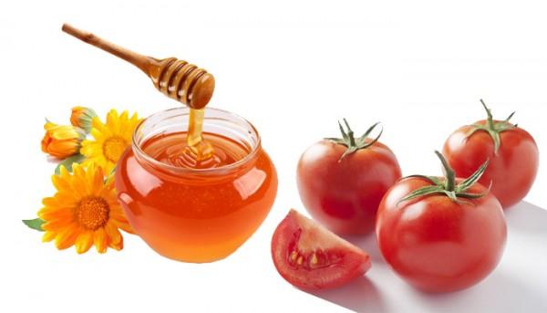 trị mụn bọc bằng cà chua và mật ong