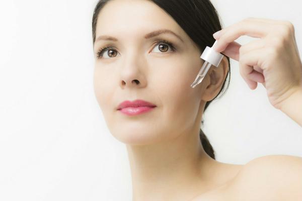 Cách chăm sóc da mặt bằng serum