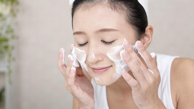 Cách chăm sóc da mặt bằng sữa rửa mặt