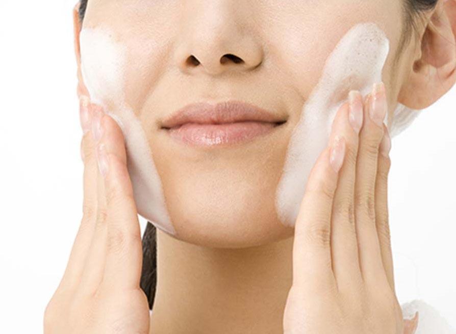 Bí quyết chăm sóc da mặt bằng sữa rửa mặt