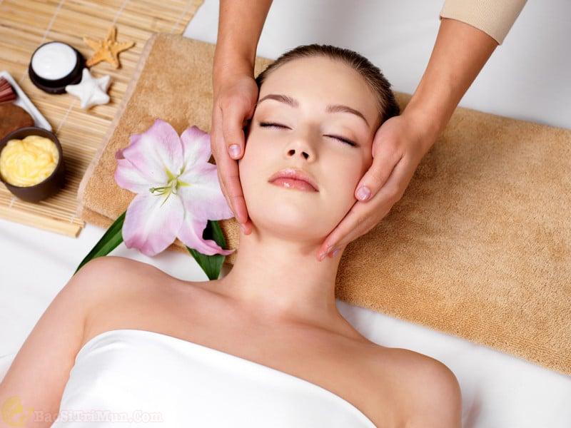 massage da mặt chống lão hóa da