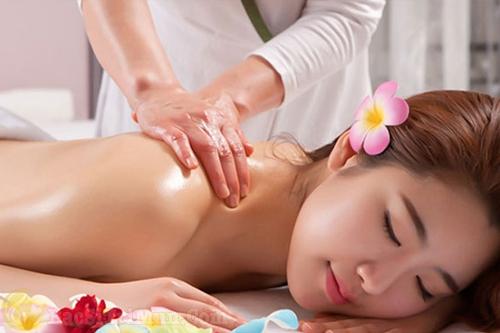 Một số lưu ý khi sử dụng cách điều trị mụn ở lưng bằng muối
