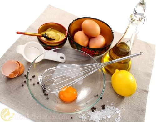 Trị mụn cám bằng chanh tươi và trứng gà