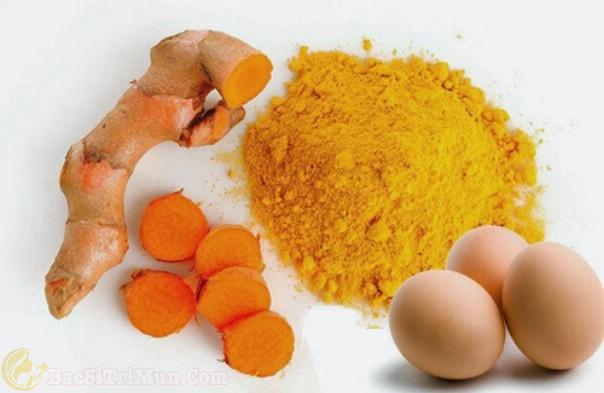 Trị mụn bằng trứng gà với tinh bột nghệ