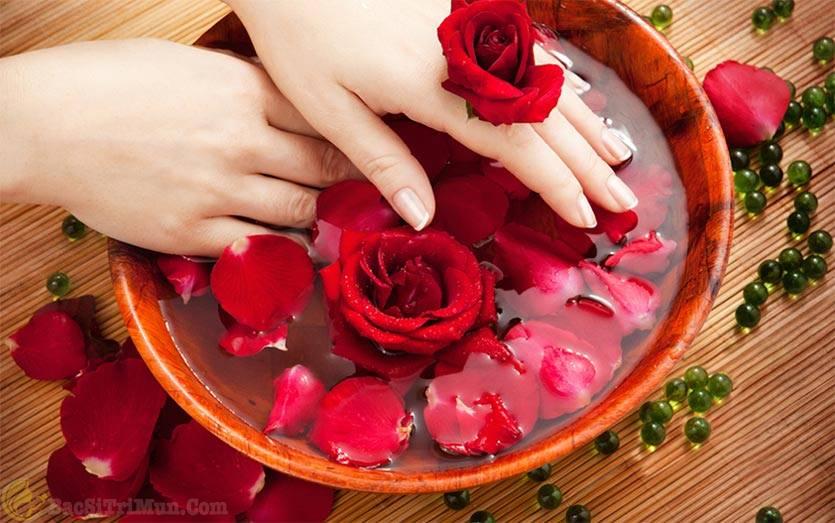 Mặt nạ hoa hồng giúp se khít lỗ chân lông