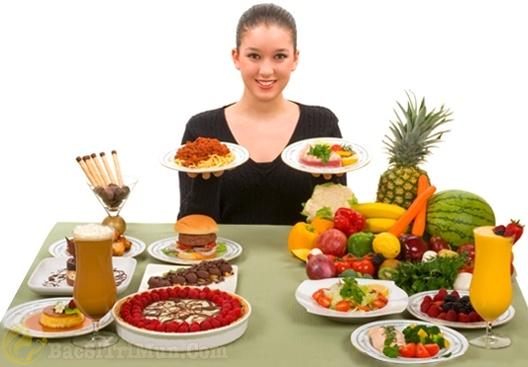 Chế độ ăn uống và nghỉ ngơi không hợp lý gây mụn đầu trắng