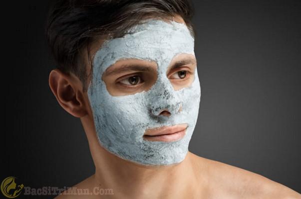 Nam giới đắp mặt nạ làm trắng da
