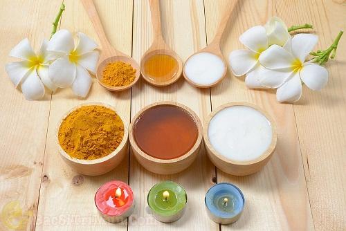 Tinh bột nghệ, mật ong, sữa chua trị mụn đầu trắng ẩn dưới da