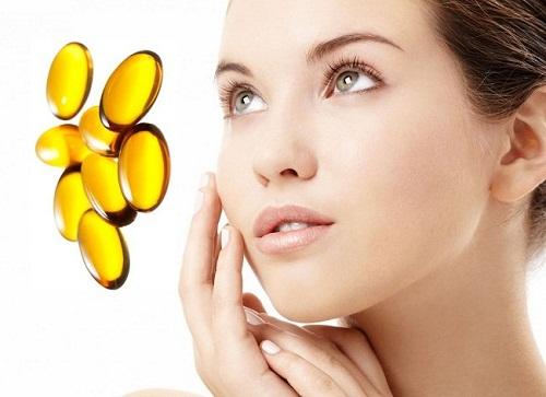 Bôi vitamin A sẽ nhanh chóng đẩy nhân mụn trồi lên bề mặt da