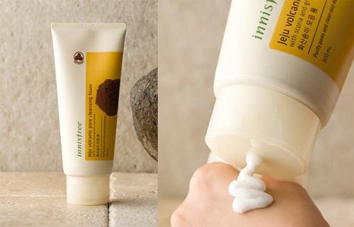 Sữa rửa mặt trị mụn đầu đen Innisfree Jeju Volcanic Pore Scrub Foam