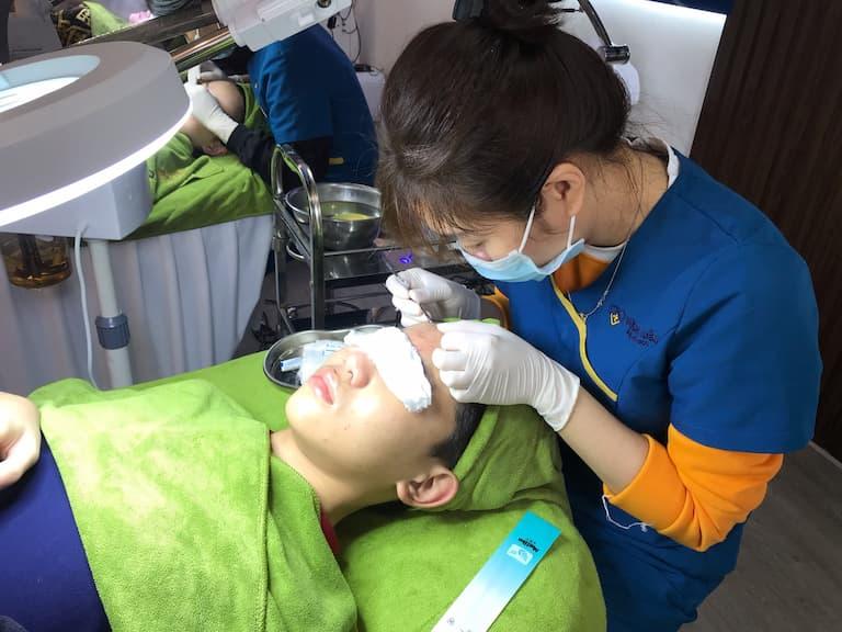 Hàng nghìn khách hàng đã tin tưởng lựa chọn dịch vụ chăm sóc da tại Viện Da liễu Hà Nội - Sài Gòn