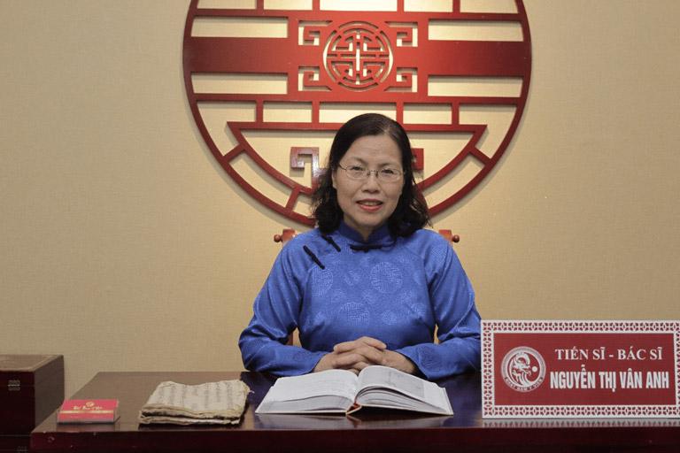 Bác sĩ Nguyễn Thị Vân Anh đánh giá cao hiệu quả của Bộ sản phẩm Trị Mụn trứng cá Hoàn Nguyên thế hệ 2