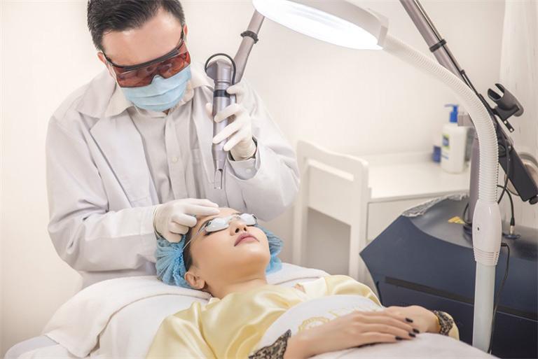 Trị sẹo rỗ bằng laser là phương pháp phổ biến hiện nay